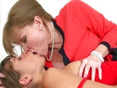 Riley Reid and Darla Crane share on one undesigned
