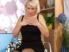 Granny yon nylons masturbates