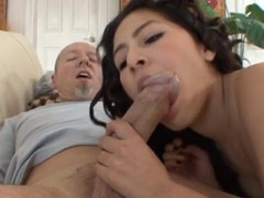 Hawt chap receives to fuck sexy Latin chick playgirl