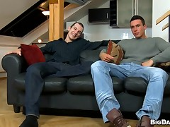 Cute hunk gives guy a blocked and moist orall-service