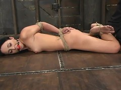 Fastened Alexa Von Tess receives her inner tormented in S&m peel
