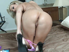 Carolyn Reese receives face hole stuffed